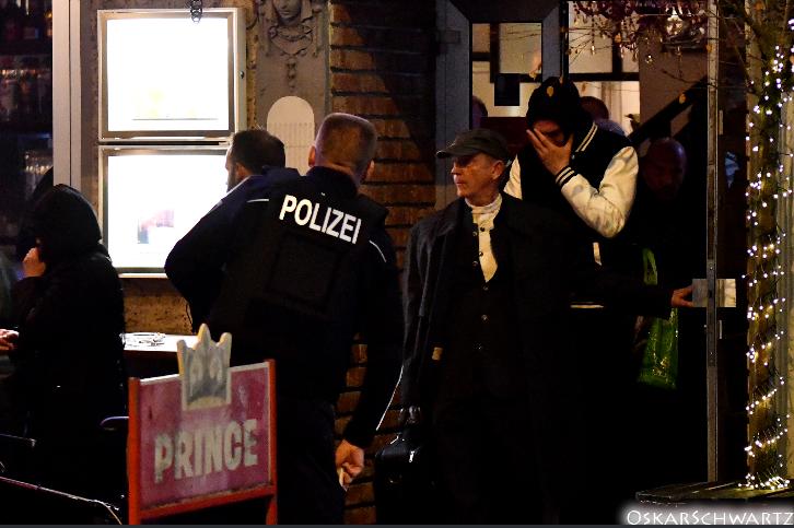 Bernhard Schaub verlässt vorzeitig das Cafe Breslau @ Oskar Schwartz